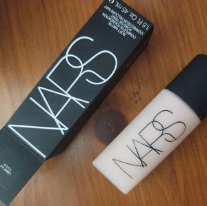 Nars soft matte foundation shade Light 2.5 Yukon